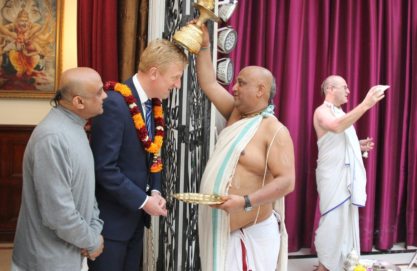 Oliver Dowden being blessed at Bhaktivedanta Manor