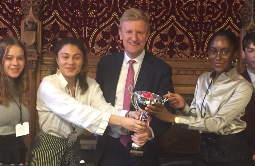 Oliver Dowden MP with Queens' and Kings Langley schools - 15.03.19.jpg